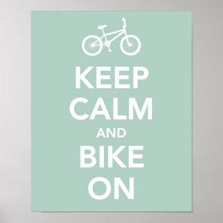 Gardez le calme et faites du vélo dessus affiche