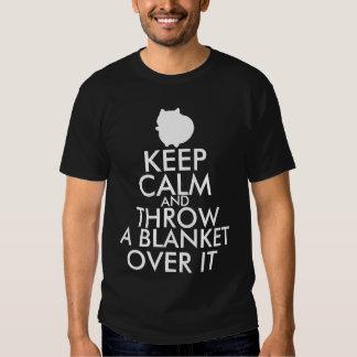Gardez le calme et jetez une couverture au-dessus t-shirt