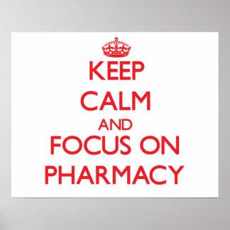Gardez le calme et le foyer sur la pharmacie poster