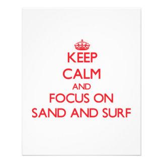 Gardez le calme et le foyer sur le sable et le prospectus