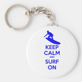 Gardez le calme et surfez dessus porte-clé rond