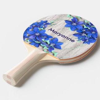Gartenfrische lila Clematis-Blumen Tischtennis Schläger