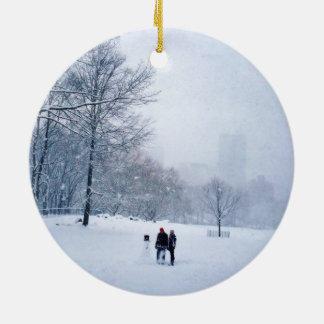 Gebäude ein Snowman in Central Park Rundes Keramik Ornament
