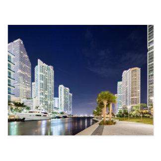 Gebäude entlang dem Miami-Fluss Riverwalk Postkarte
