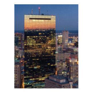 Gebäude von Boston mit Licht schleppt auf Straße Postkarte