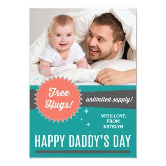 Geben Sie der Vatertags-flache Karte Umarmungs-fre Personalisierte Einladungskarten