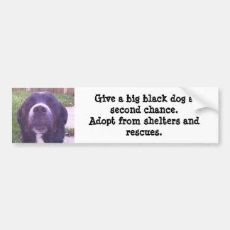 Geben Sie einem großen schwarzen Hund eine zweite  Autoaufkleber