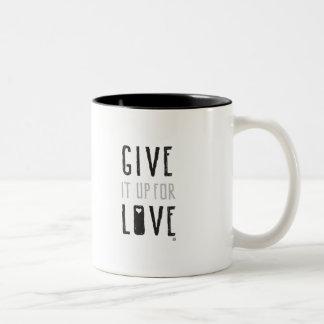 Geben Sie es für Liebe auf (Tasse) Zweifarbige Tasse