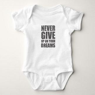 Geben Sie nie auf Ihren Träumen auf Baby Strampler