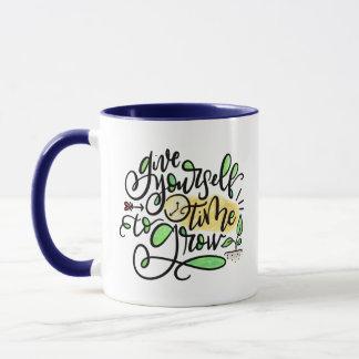Geben Sie sich Zeit zu wachsen, mit Buchstaben Tasse