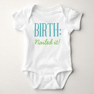 Geburt - es genagelt Baby-Shirt Baby Strampler