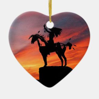 Gebürtiger amerikanischer Ureinwohner und Pferd Keramik Herz-Ornament
