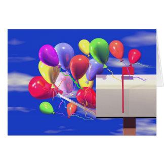 Geburtstags-Ballone in einem Briefkasten Karte