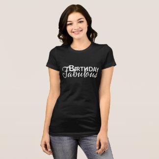 Geburtstags-fabelhaftes Shirt mit weißem Text