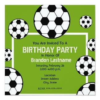 Geburtstags-Party - Fußball-Feld u. Fußball-Bälle Quadratische 13,3 Cm Einladungskarte