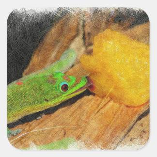 Gecko, der Pfirsiche genießt Quadratischer Aufkleber