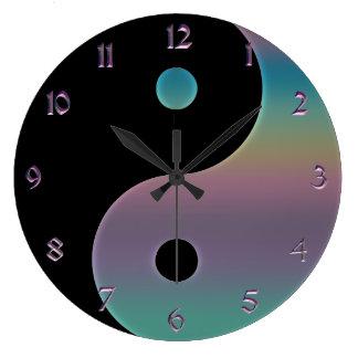 Gedämpfte Regenbogen Yin Yang Uhr