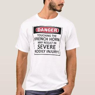 Gefahrenfranzösisches Horn T-Shirt