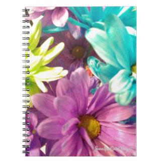 Gefärbte Gänseblümchen Notizblock