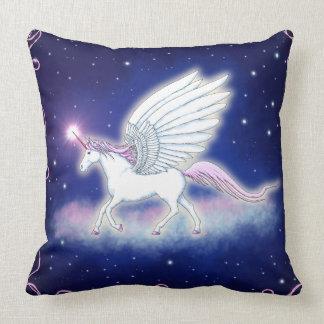 Geflügeltes Einhorn mit Sternen Kissen