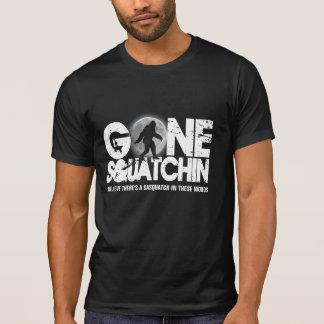 Gegangenes Squatchin, sasquatch Silhouette mit T-Shirt
