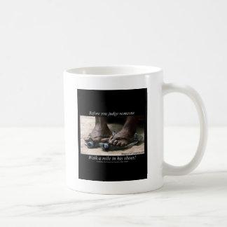 Gehen eine Meile in ihren Schuhen Kaffeetasse