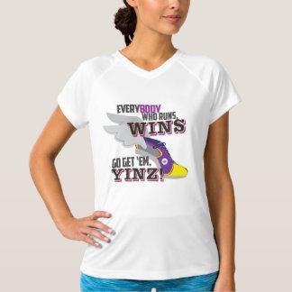 Gehen Sie erhalten sie, Yinz lila Marathon-Entwurf T-Shirt