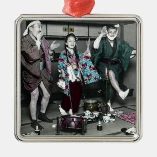 Geisha-Party-Zeit auf alten Vintagen Japaner Silbernes Ornament