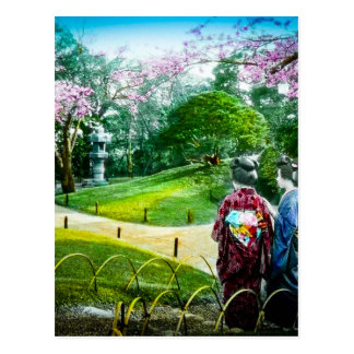 Geisha zwei in einem allgemeinen Garten in altem Postkarte