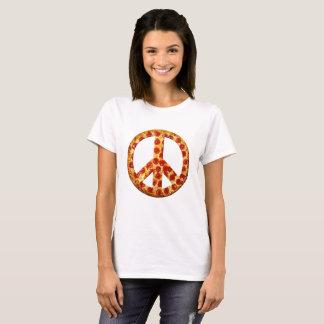 Gelassen gibt es Pizza auf dem hellen T-Stück der T-Shirt