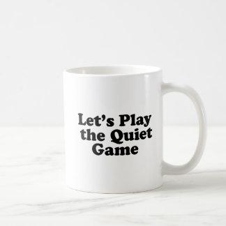 Gelassen uns das ruhige Spiel spielen Kaffeetasse