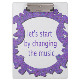 gelassen uns durch das Ändern der Musik beginnen Klemmbrett