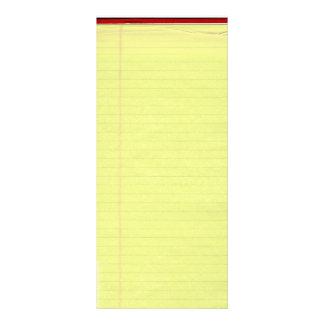 Gelb gezeichneter Schulzeitung-Hintergrund Werbekarte