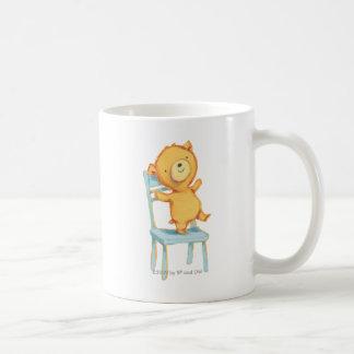 Gelbe Bärn-Tänze und Spiele auf Stuhl Kaffeetasse