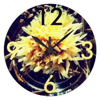 Gelbe Blumen-große runde Uhr