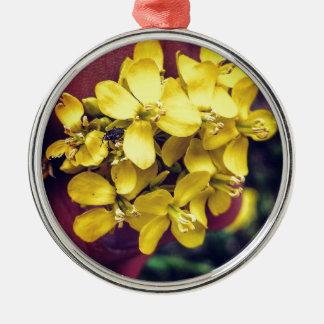 Gelbe Blumen Rundes Silberfarbenes Ornament