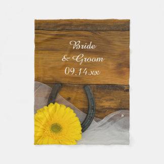 Gelbe Gänseblümchen-und Hufeisen-Land-Hochzeit Fleecedecke
