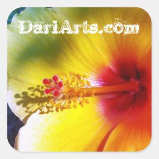 Gelbe Hibiskus-Blumen-Nameaufkleber Quadratischer Aufkleber