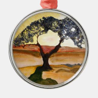 Gelbe Hügel-Spitzen-Baum-Landschaftsmalerei Rundes Silberfarbenes Ornament