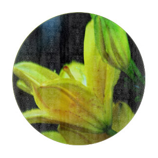 Gelbe Lilie mit Wind-Effekt durch Shirley Taylor Schneidebrett