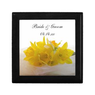 Gelbe Narzissen auf weißer Frühlings-Hochzeit Schmuckschachtel