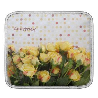 gelbe Rosen auf Polkapunkte iPad Hülse iPad Sleeve