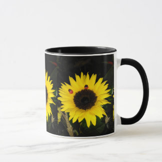 Gelbe Sonnenblume und zwei Marienkäfer Tasse