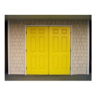 Gelbe Türen Postkarte