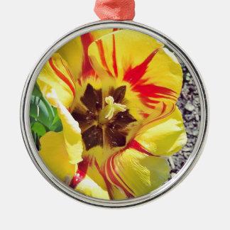 Gelbe und rote Blume Rundes Silberfarbenes Ornament