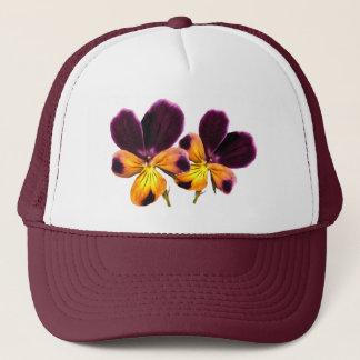 Gelber lila Pansy-Blumen-mit Blumenhut Truckerkappe