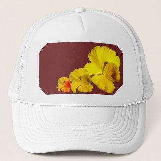 Gelber Pansy-Blumenmotiv auf Kastanienbraun II Truckerkappe
