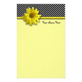 Gelbes Gänseblümchen-Schwarzweiss-Tupfen Briefpapier