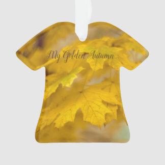 Gelbes Herbstahorn-Blätter. Addieren Sie Sie Text Ornament