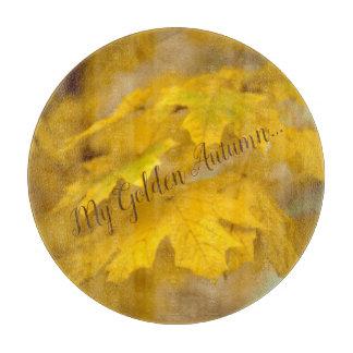 Gelbes Herbstahorn-Blätter. Addieren Sie Sie Text Schneidebrett